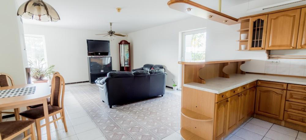 Kuchnia i pokój dzienny w PRIMED Clinic